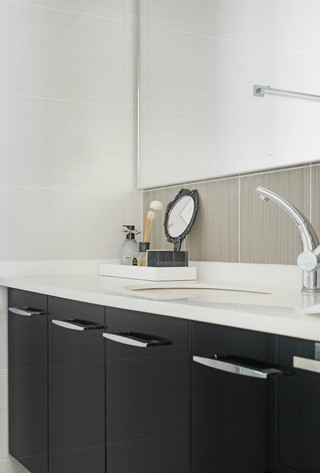 大户型现代混搭装修浴室柜设计效果图