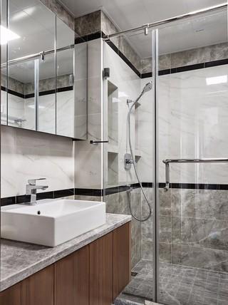 135平米三居室卫生间装修效果图