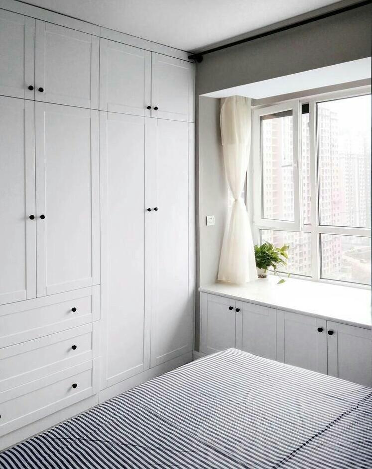 小户型简约北欧卧室衣柜装修效果图