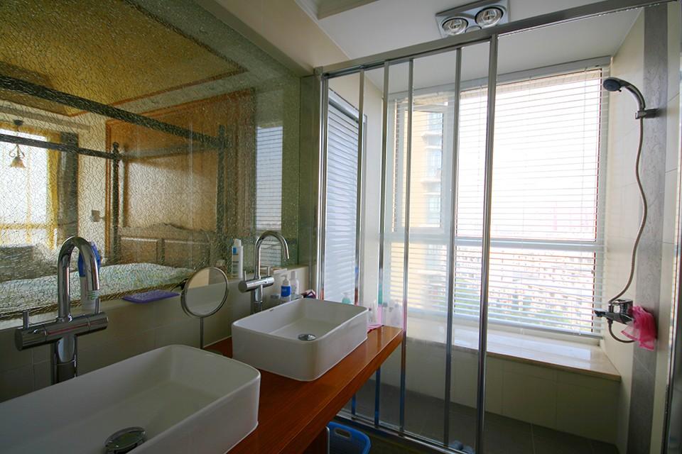 混搭风格三居室卫生间装修效果图
