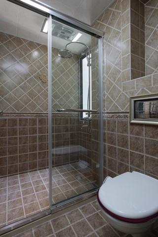 简约美式风格卫生间装修效果图