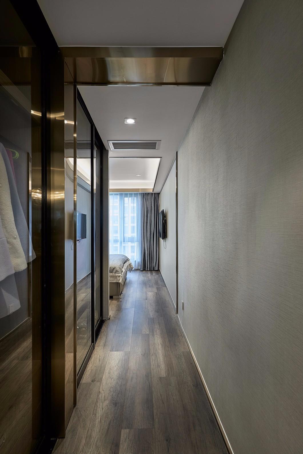 轻奢现代三居卧室过道装修效果图