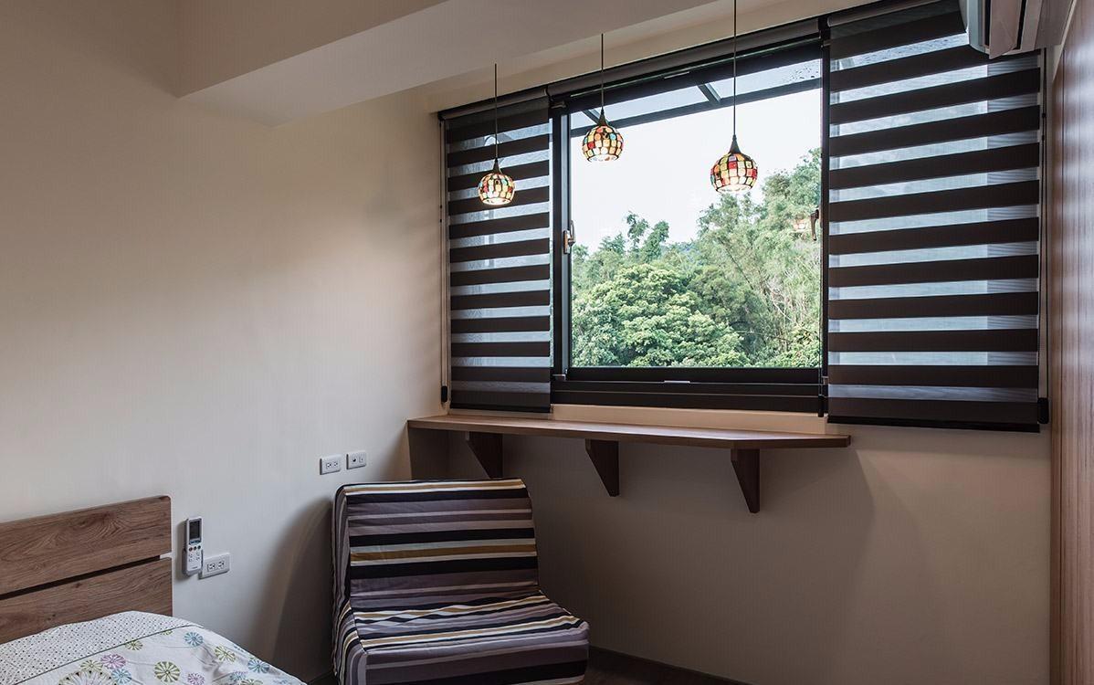 115㎡轻工业风格卧室窗台装修效果图