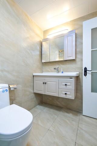 简约风格三居浴室柜装修效果图