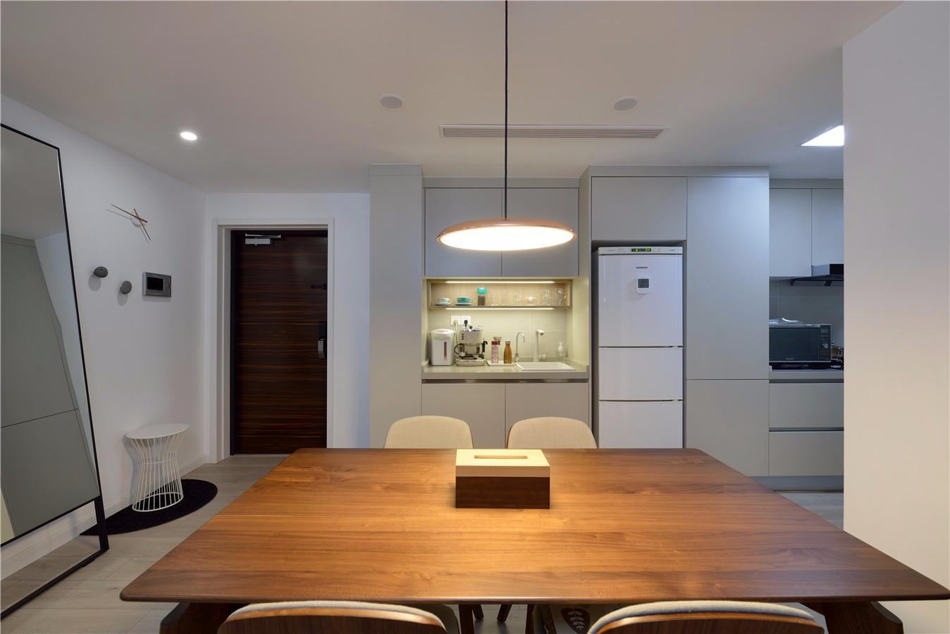 150平现代简约装修餐桌设计图