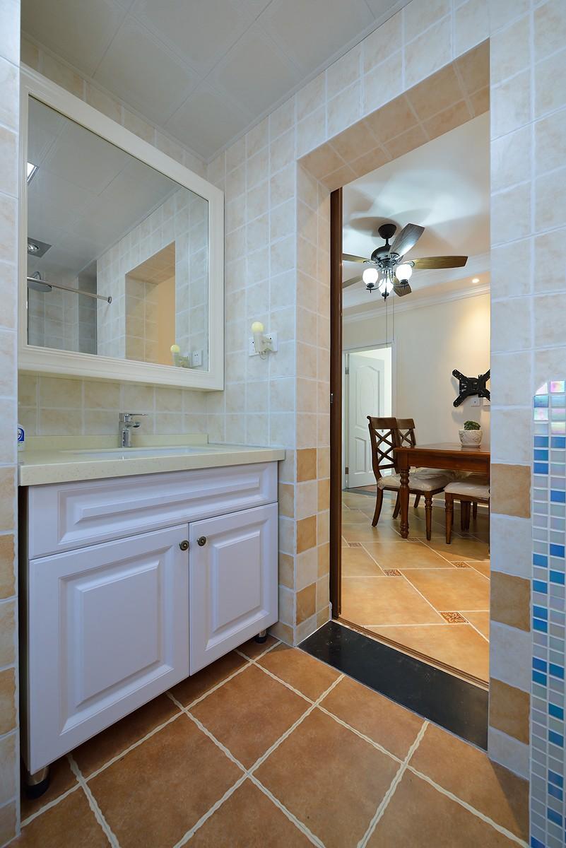 95平美式风格浴室柜装修效果图