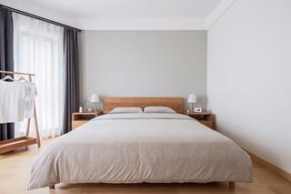 原木简约日式卧室装修效果图