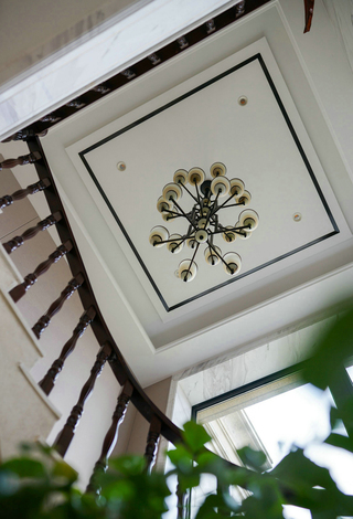 新中式风格别墅楼梯吊顶装修效果图