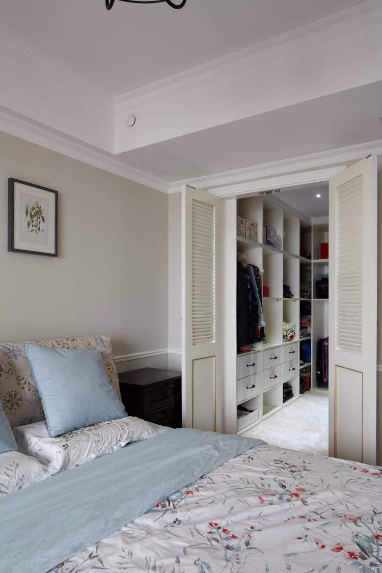 三居室现代美式风格衣帽间装修效果图