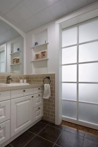 三居室现代美式风格浴室柜装修效果图