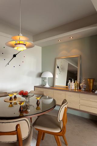 简约现代风三居装修餐边柜设计
