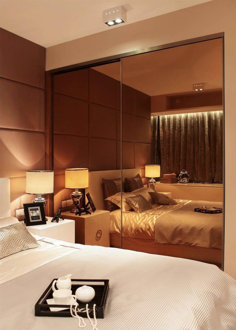 现代简约风格四房卧室镜面柜装修效果图