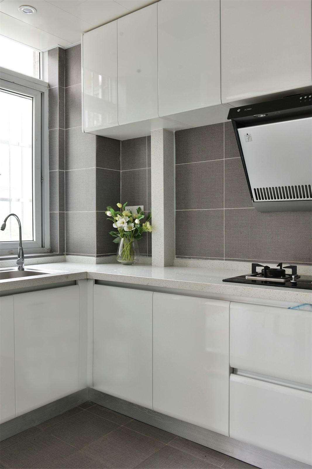 130平现代简约厨房装修效果图