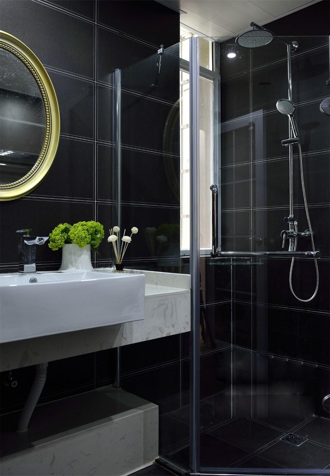130平现代简约黑色卫生间装修效果图