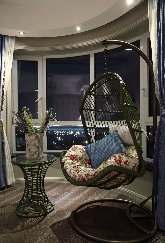 欧美风情三居装修阳台摇篮椅设计