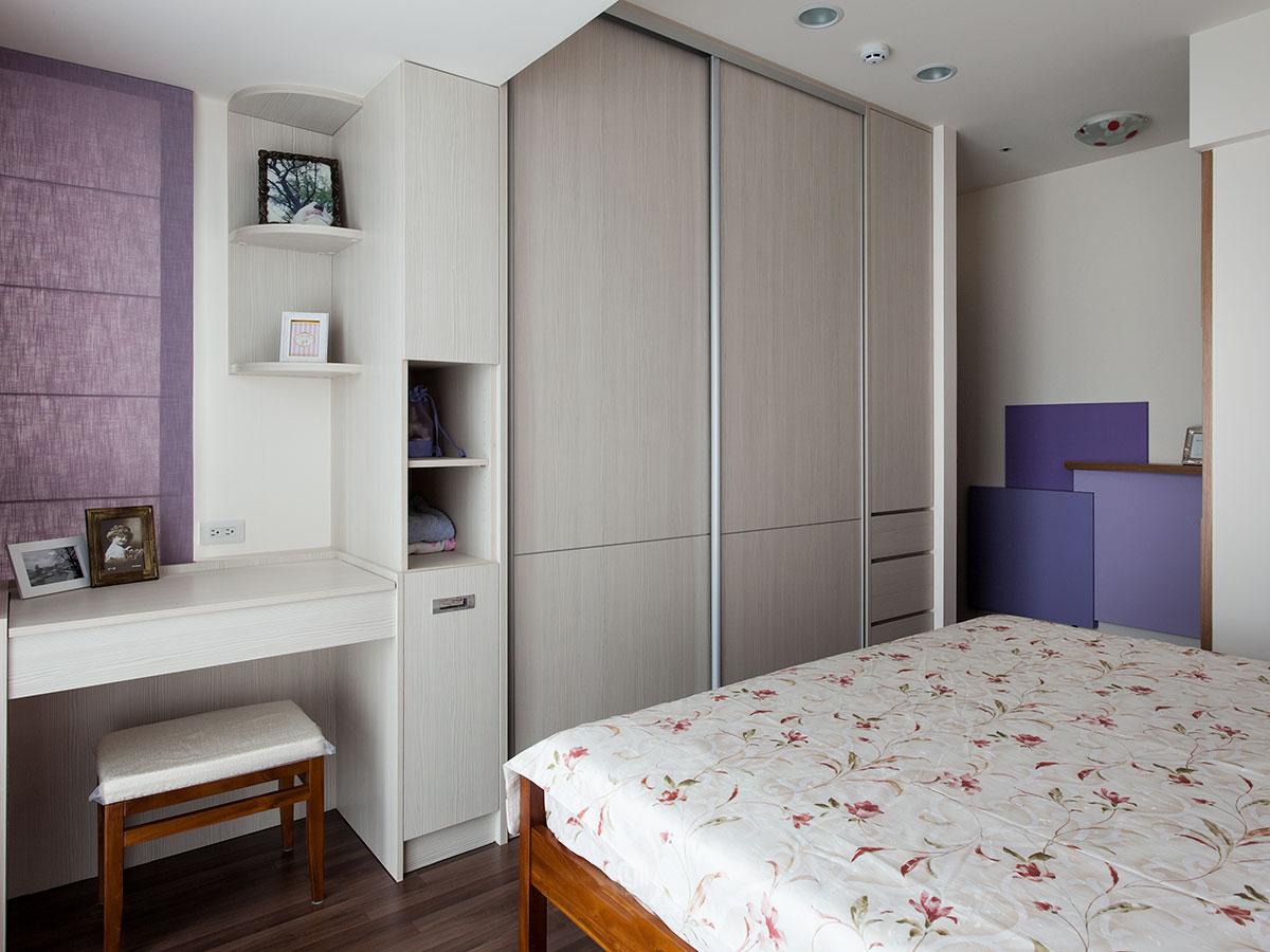现代简约三居卧室衣柜装修效果图