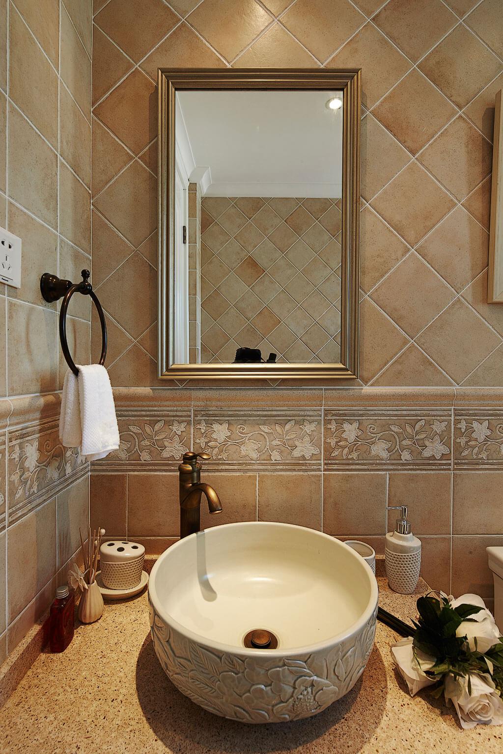 温馨美式风格洗手台装修效果图