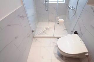 极简风格公寓卫生间装修效果图