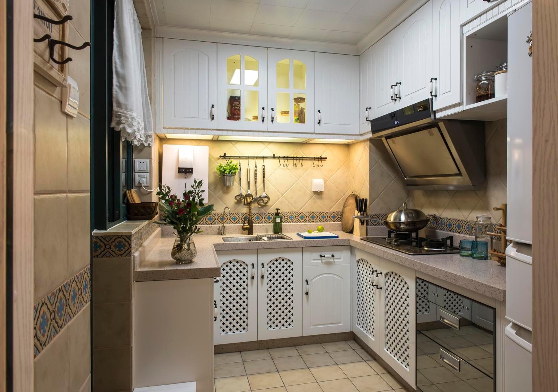 地中海风格三居厨房装修设计图