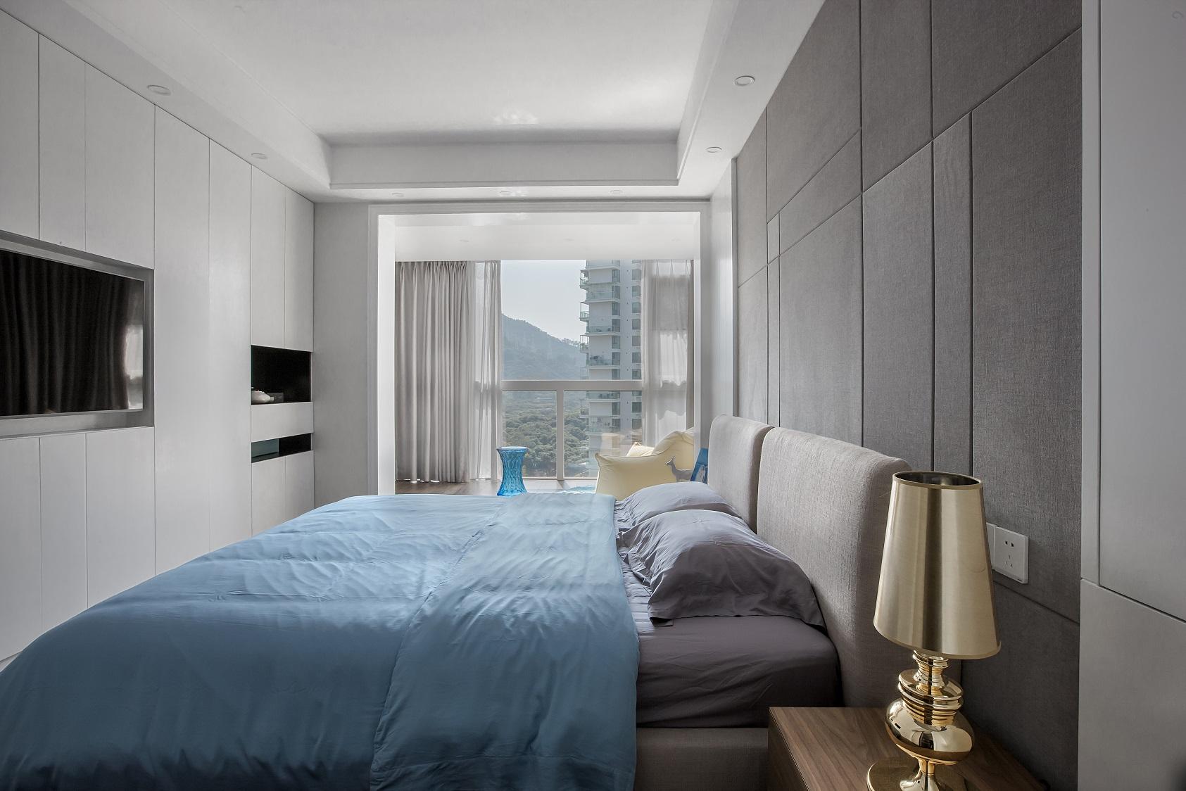 130平米现代简约卧室装修效果图