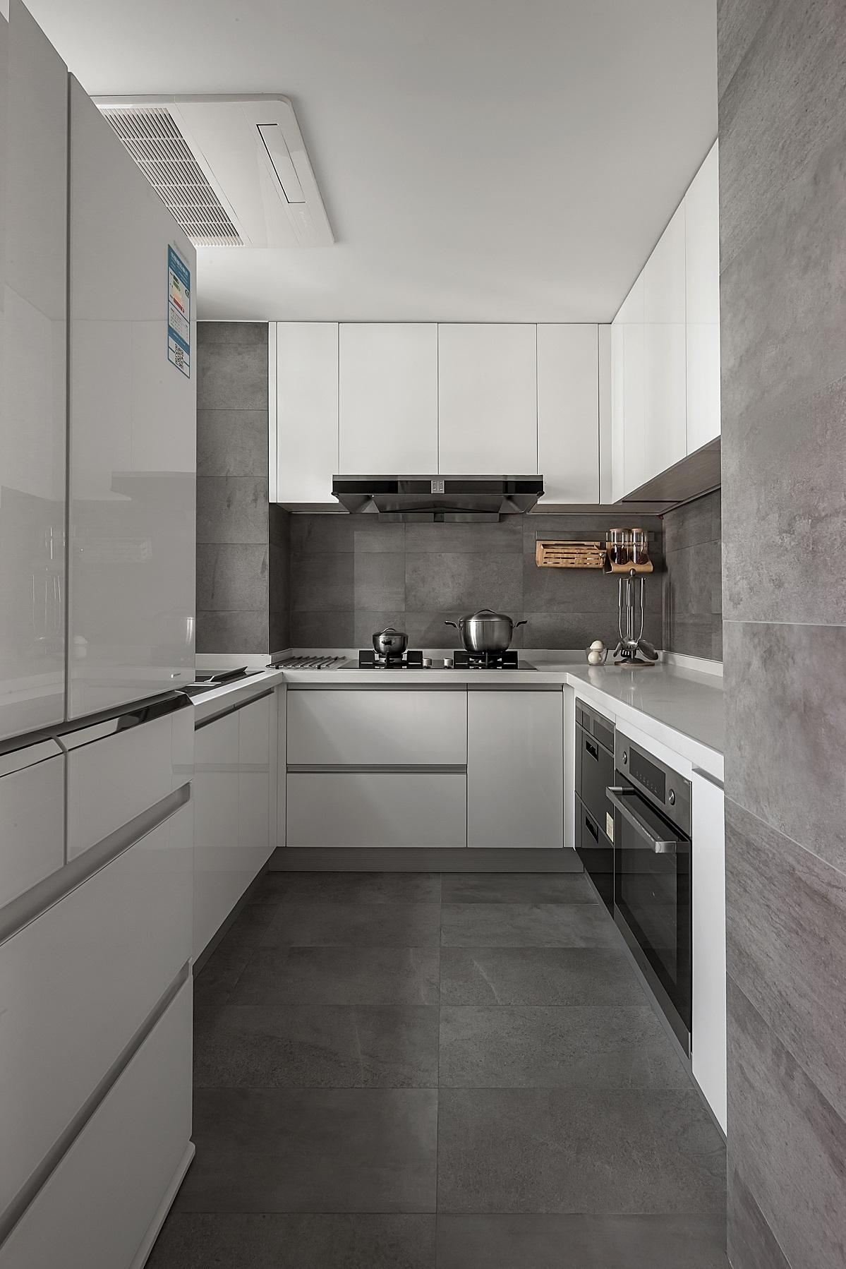 130平米现代简约厨房装修效果图