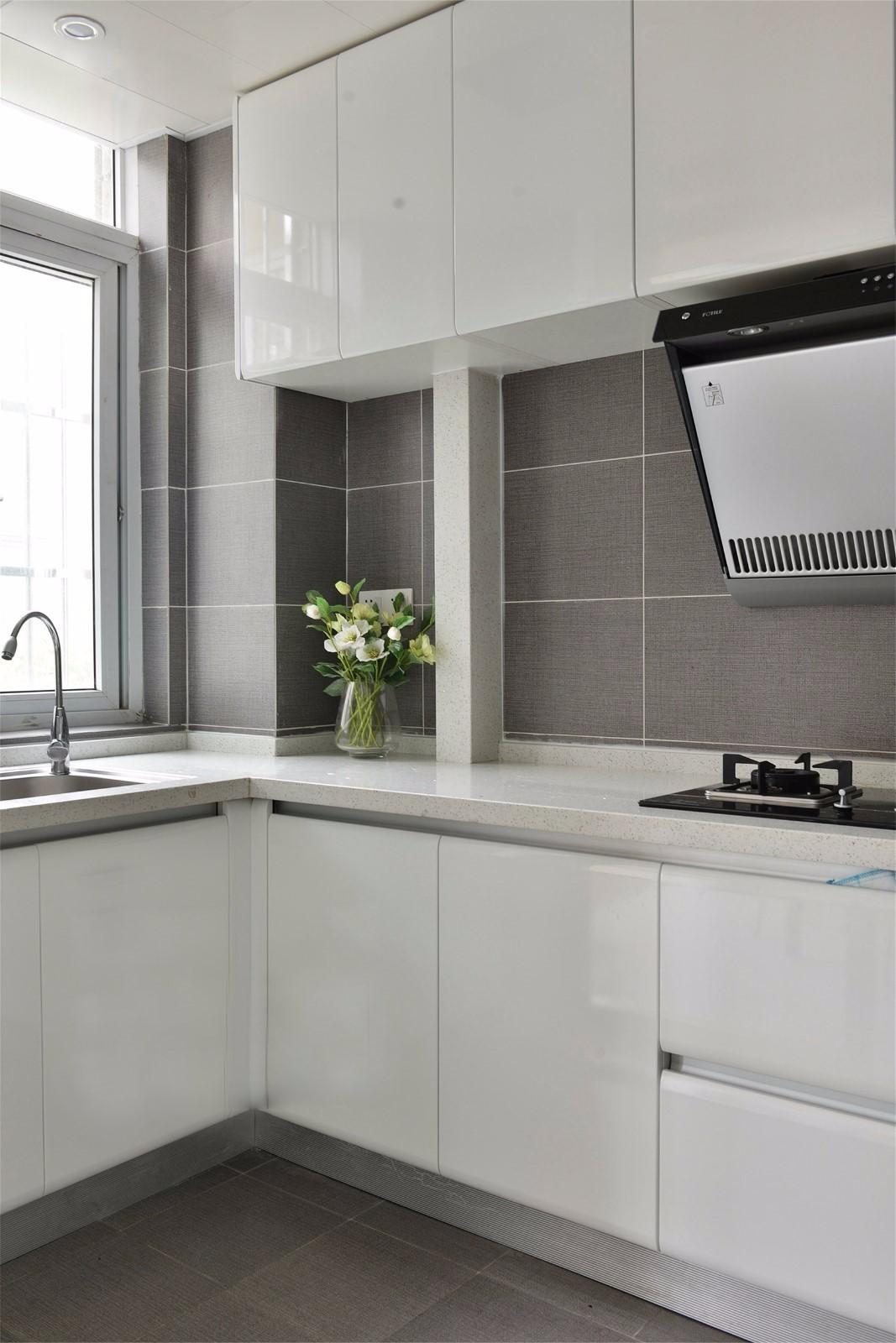 现代简约风白色厨房装修效果图