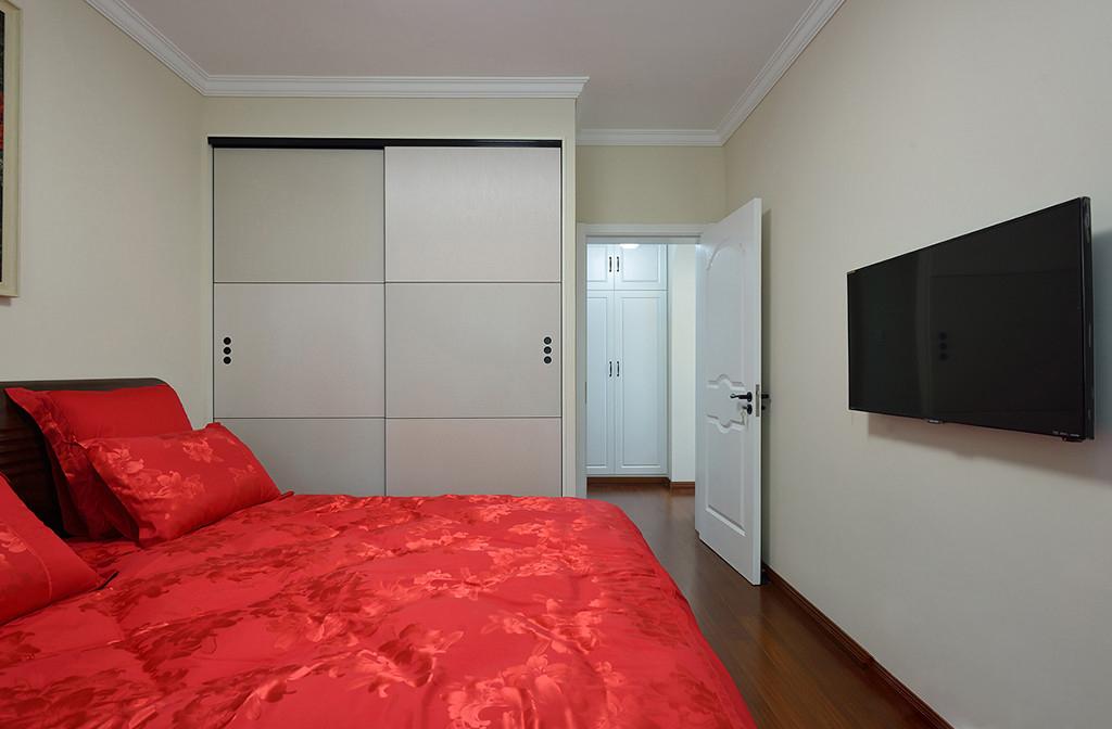 80平简美风格装修卧室衣柜设计图