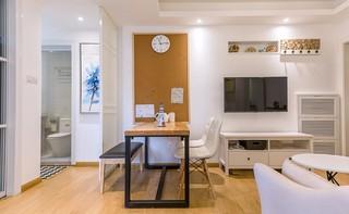 小户型两居室装修电视背景墙设计