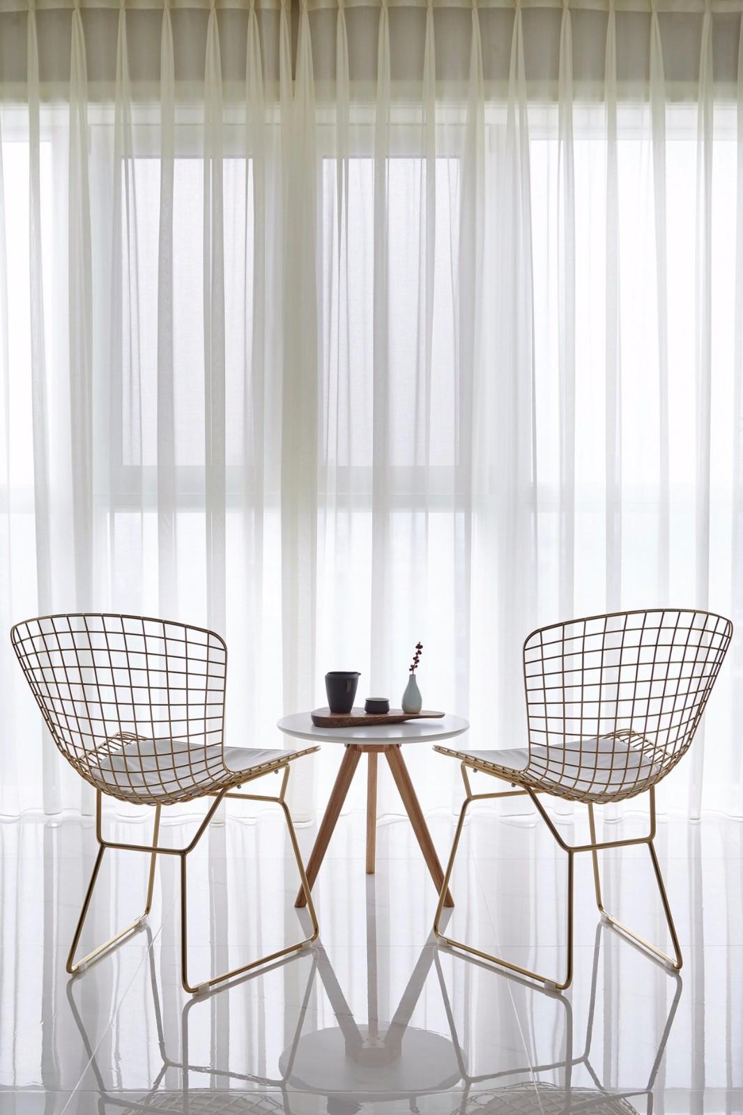 美式三居阳台窗帘设计效果图