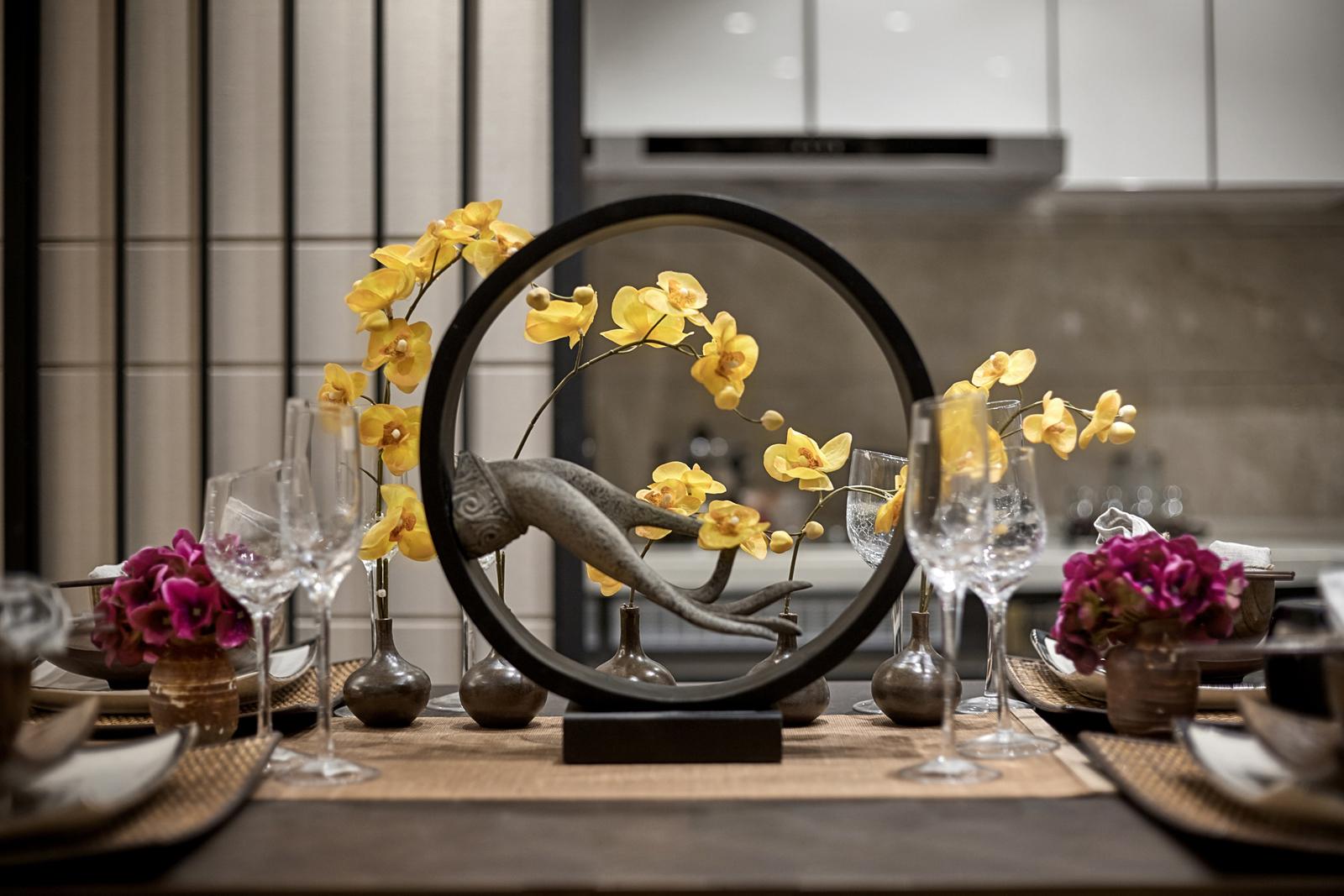 中式豪华大户型装修餐桌装饰小景