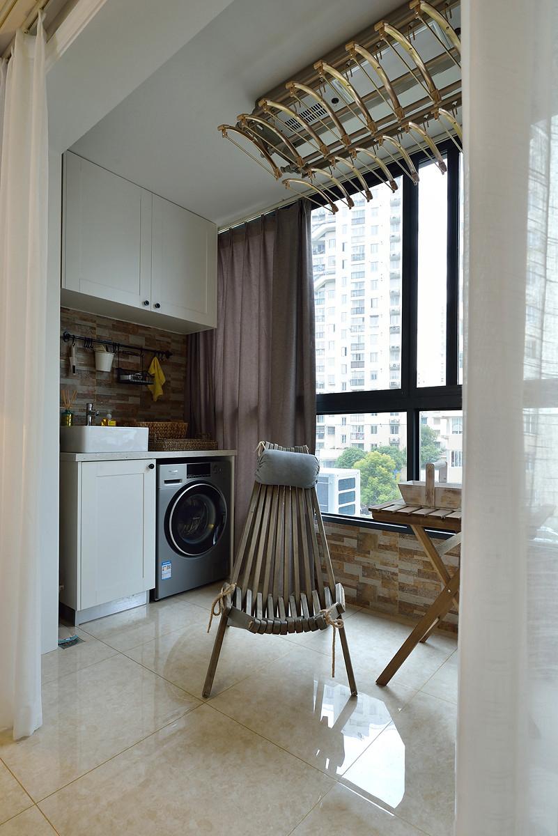 120平复式二居装修阳台布置图