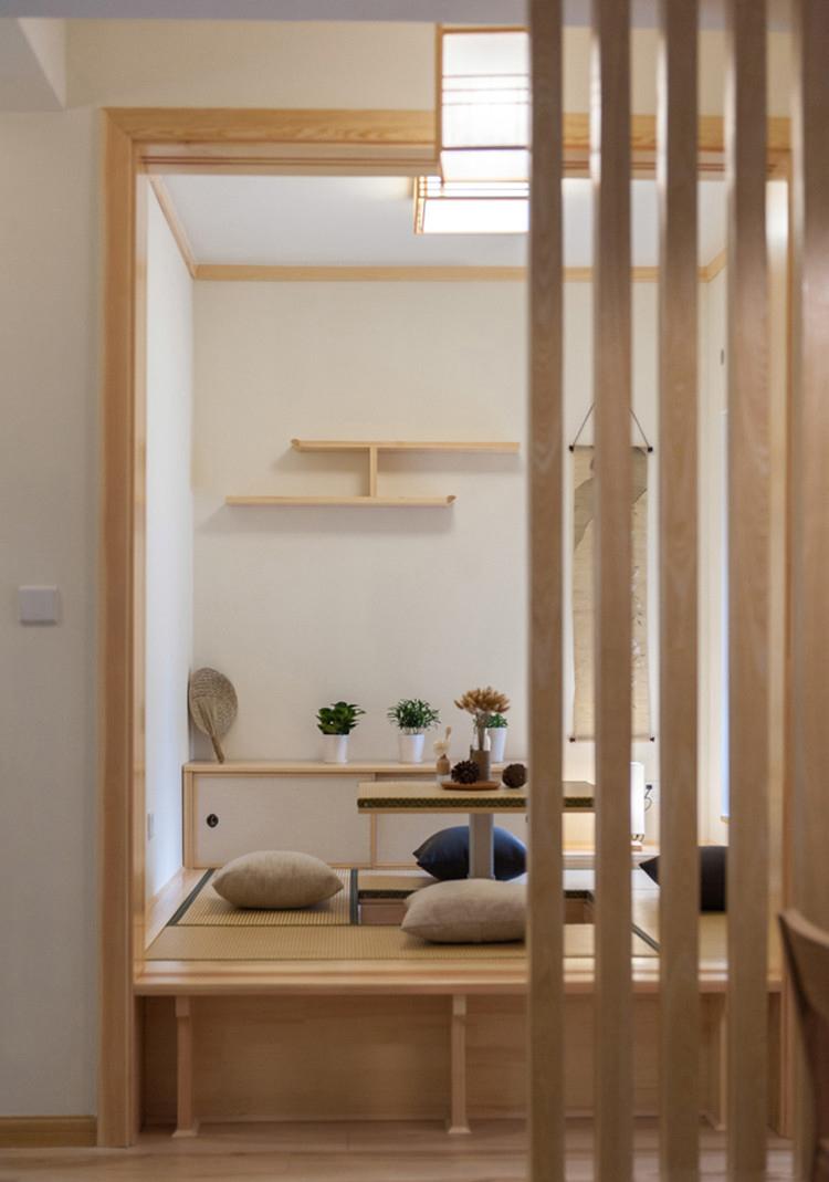 日式风格两居室装修格栅隔断效果图