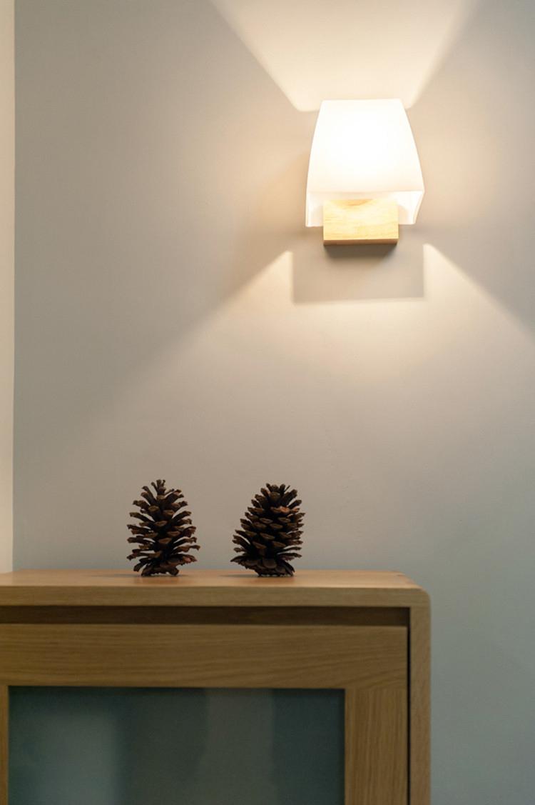 日式风格两居室装修壁灯效果图