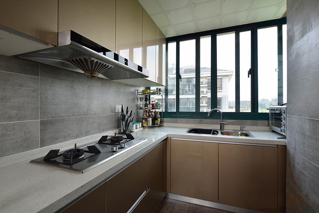 现代简约风二居装修厨房布局图