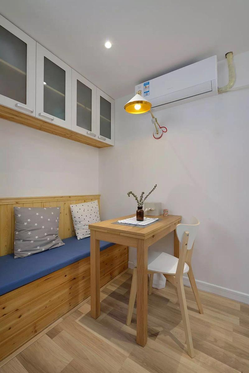 小户型两居室装修餐桌设计图