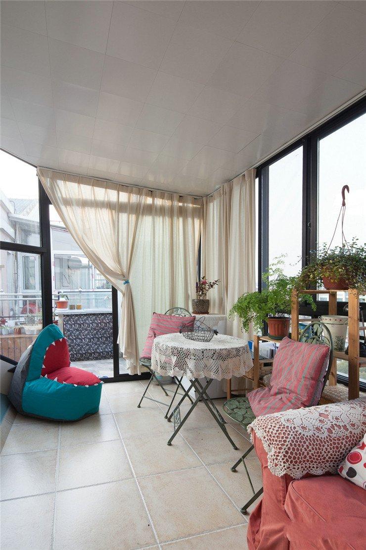 100平美式风格两居装修阳台布置图