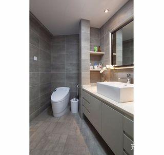 125平现代简约卫生间装修效果图