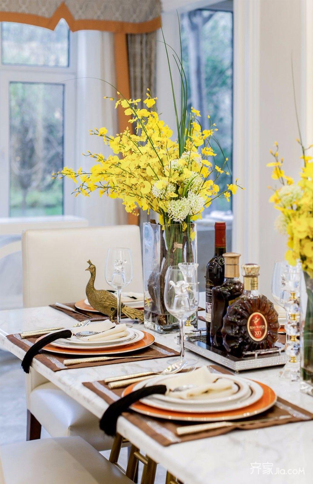 时尚轻奢风装修餐桌布置图