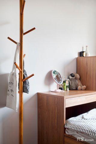 小户型一居室原木色衣架设计