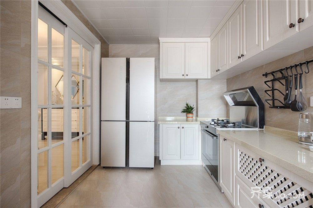 125平美式风格三居厨房装修效果图