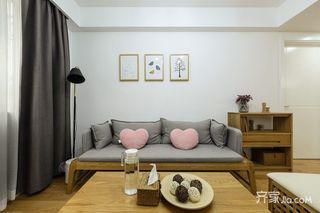 小户型简约原木风装修沙发搭配图