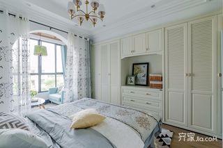 135㎡美式风格三居装修衣柜设计图