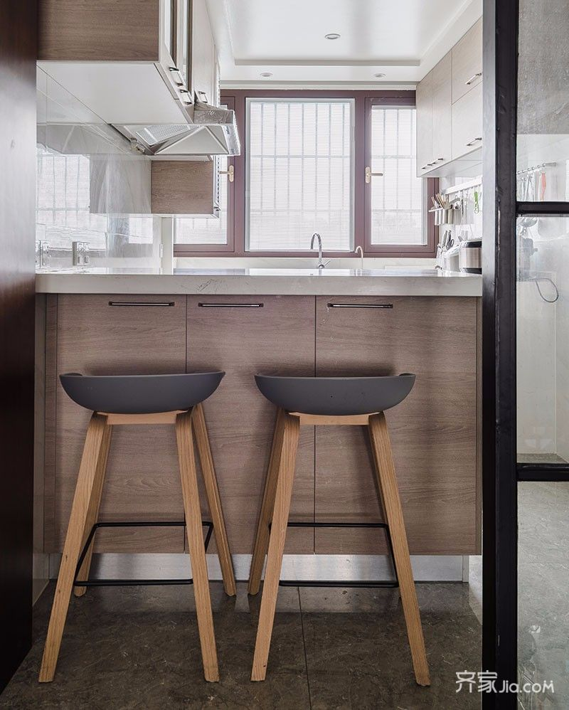 135平现代简约三居装修吧台设计图