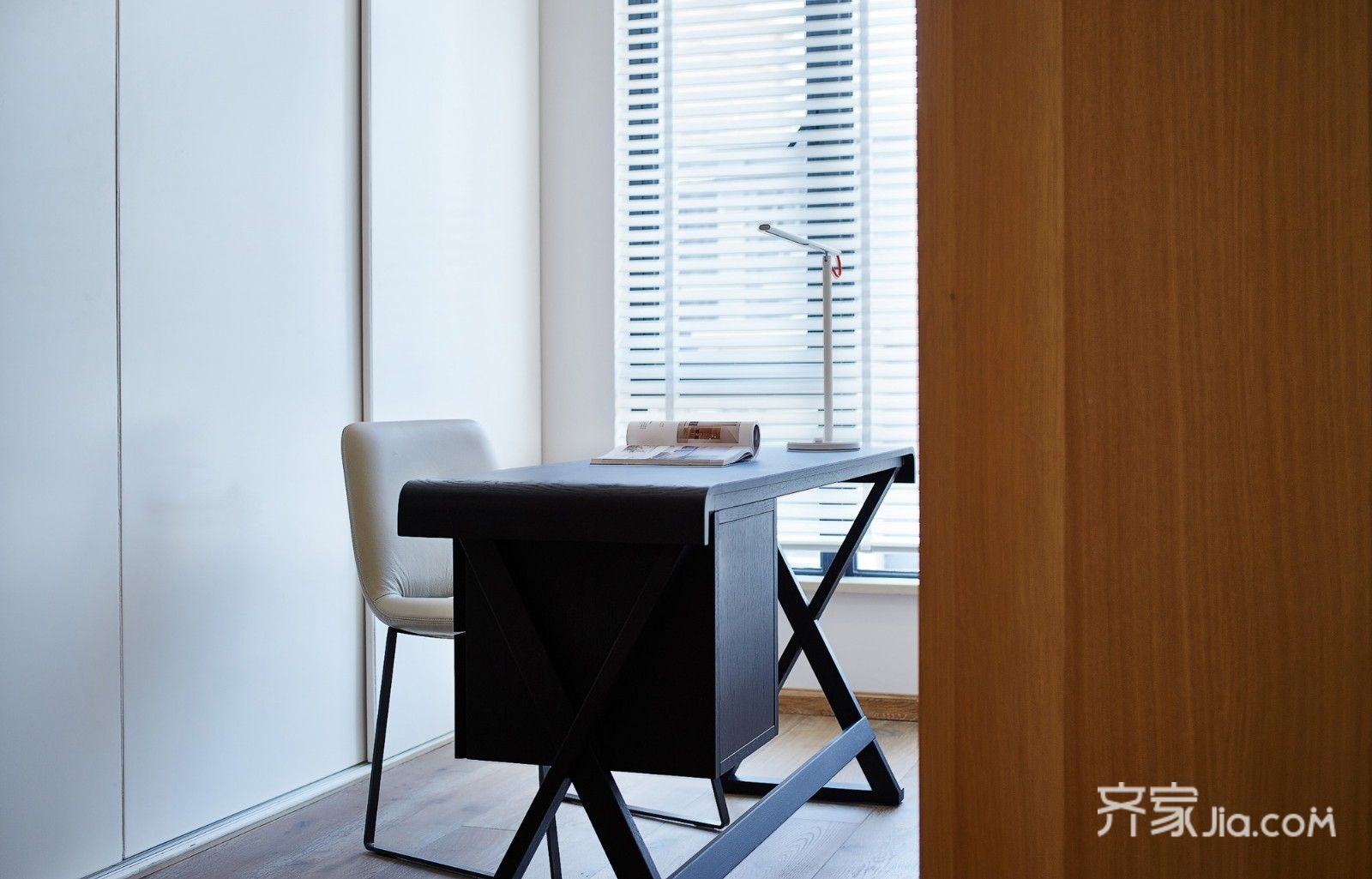 现代简约风格四居室书房装修效果图