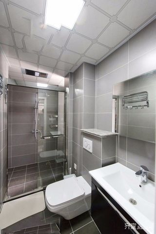115平简约风格三居卫生间装修效果图