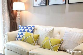 现代混搭三居室装修沙发设计图