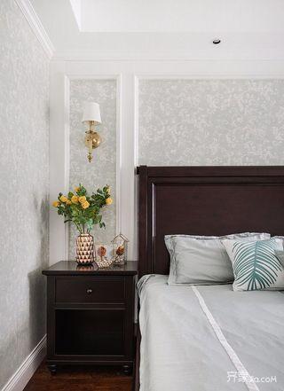 180平美式风格三居装修床头柜效果图