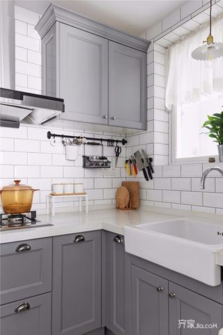 125平美式三居装修厨房搭配图