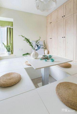 现代北欧风三居装修榻榻米休闲室设计图