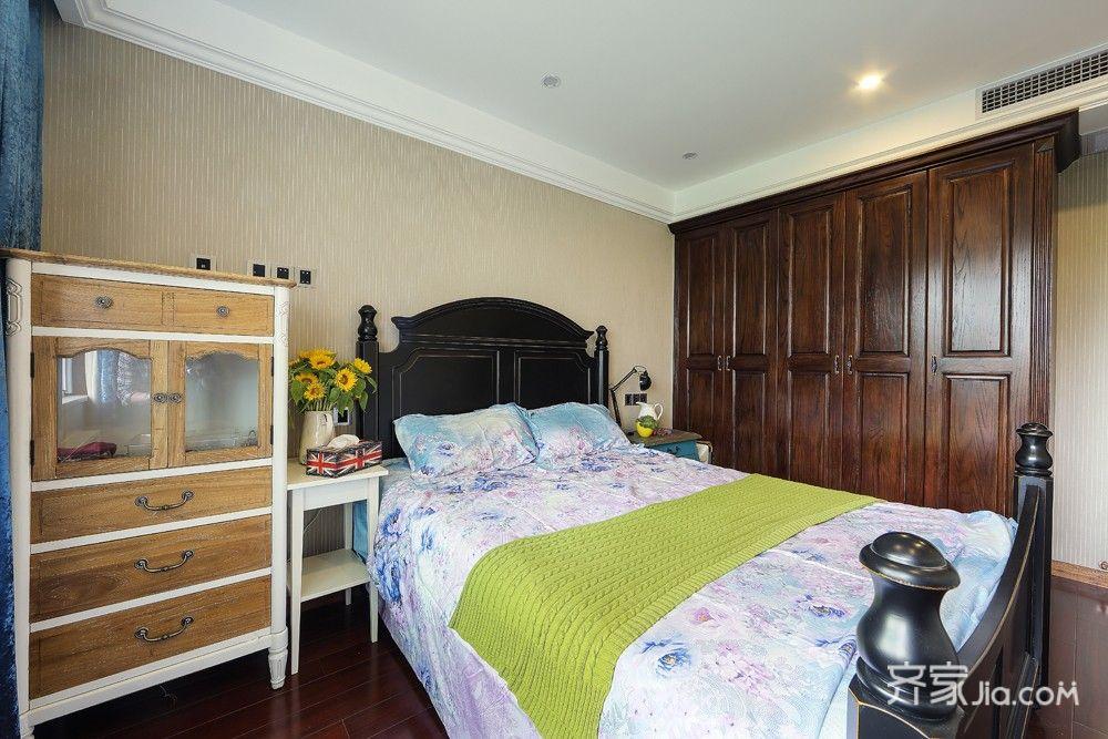 108平美式风格三居装修衣柜设计